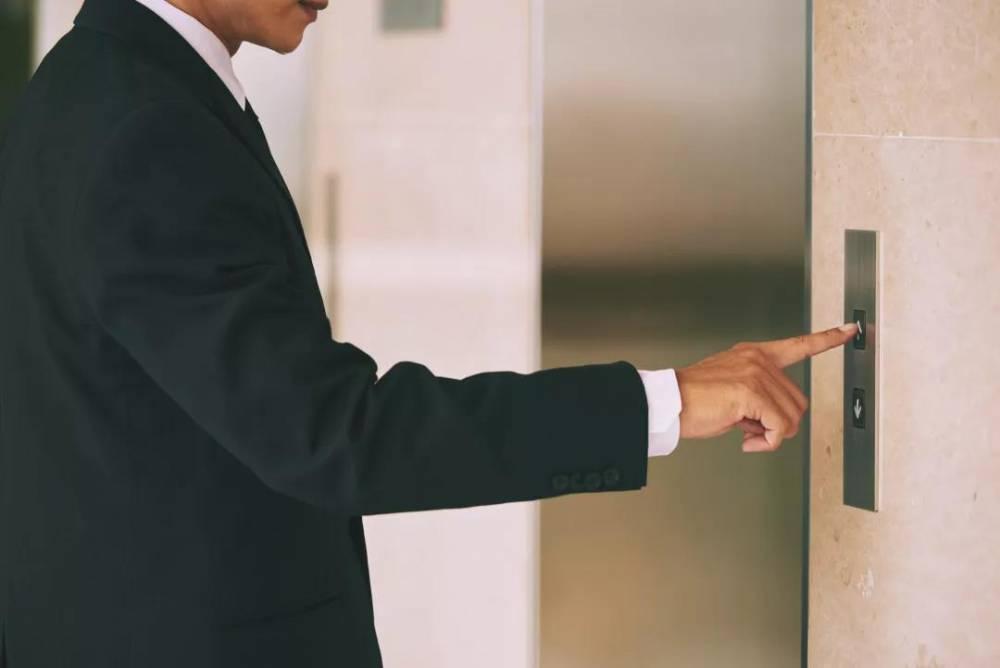 lift vyzov - Почему лифт вызывается не сразу?
